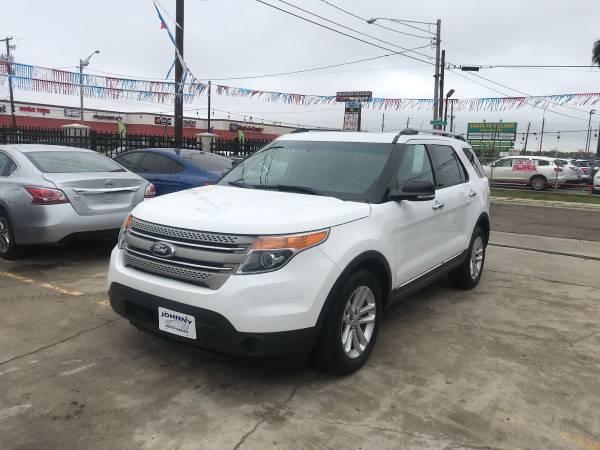 Photo Ford Explorer XLT 2014 - $12500 (Laredo tx)