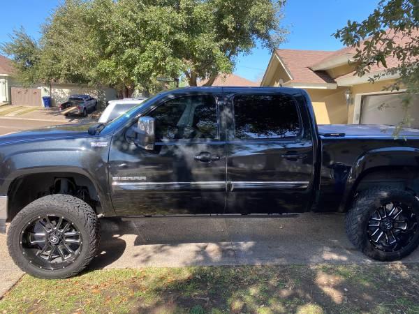 Photo GMC SIERRA 4x4 - $16000 (Laredo,TX)