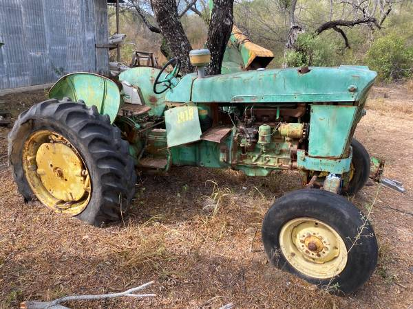 Photo John Deer Tractor and Wood Chipper - $1,500 (Laredo)