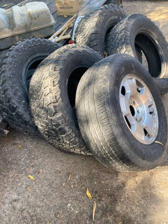 Photo Mud Tires used - $130 (Laredo)