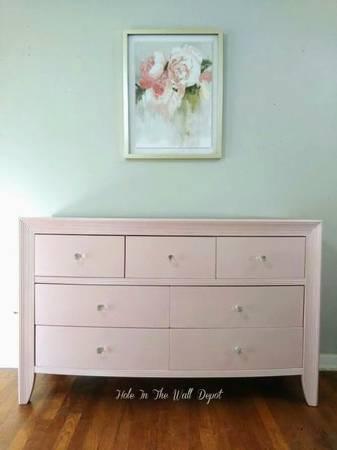 Photo Refurbished soft pink metallic with 7 Crystal knob39s dresser (Near airport)