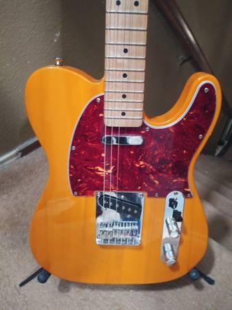 Photo Squier Telecaster by Fender - $220 (San Antonio)