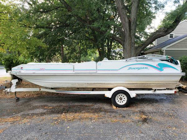 Photo 1994 Lowe Sun Cruiser Deck Boat, Trailer, 2 Tubes - $3,000 (Batavia)