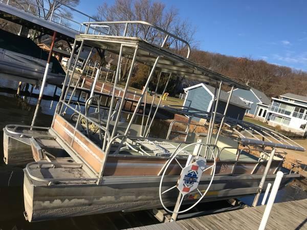 Photo 2839 Pontoon for houseboat - $4,500 (Algonquin)