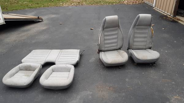 Photo 82-92 Chevy Camaro front and rear seats - $50 (Marseilles)
