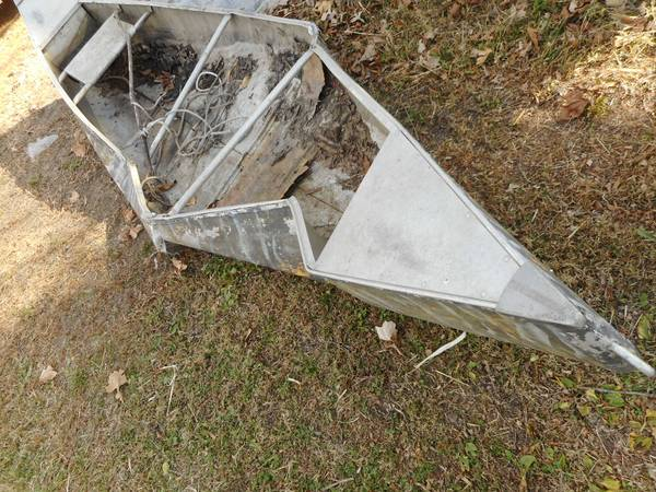Photo Canoe Aluminum Stepped On By King Kong Art Project - $100 (Wilmington)