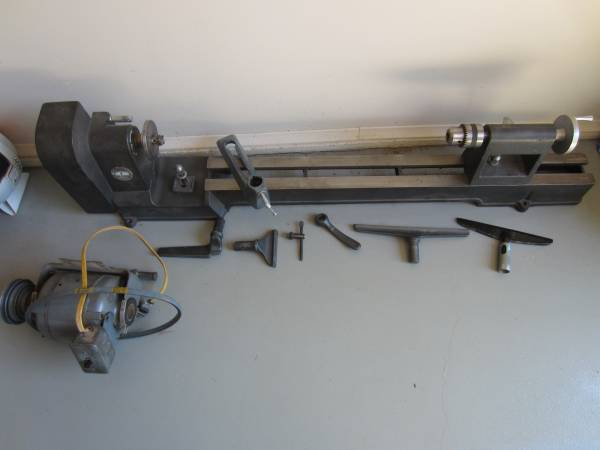 Photo Delta 11quot Wood Lathe and Motor - $185 (Oglesby)