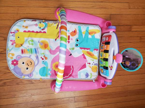 Photo Fisher Price deluxe kick and play piano gym mat - $40 (Earlville)
