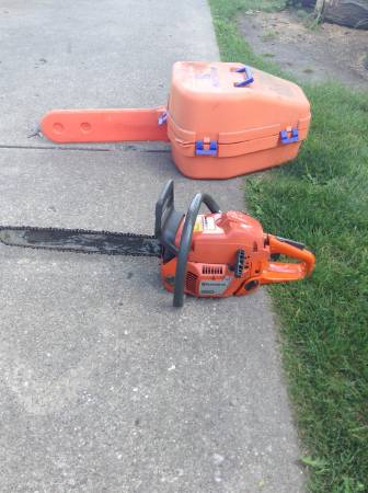 Photo Husqvarna 350 chain saw - $200 (Streator, IL)