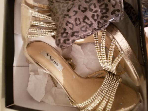 Photo Lot39s of Designer ClothesShoes XS S Size 8-9 Shoes Boots- Really nice - $3 (Park Ridge)