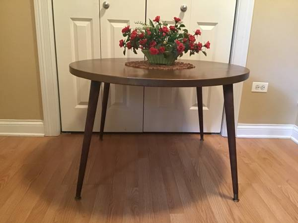 Photo Pier 1 imports cocktail coffee table made in Indonesia - $135 (Humboldt Park)