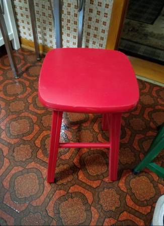 Photo RED RETRO SOLID WOOD STOOL - $55 (Chicago)