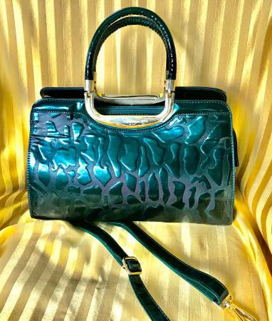 Photo Stunning Emerald Green Patent Leather Purse - $50 (Western Springs)