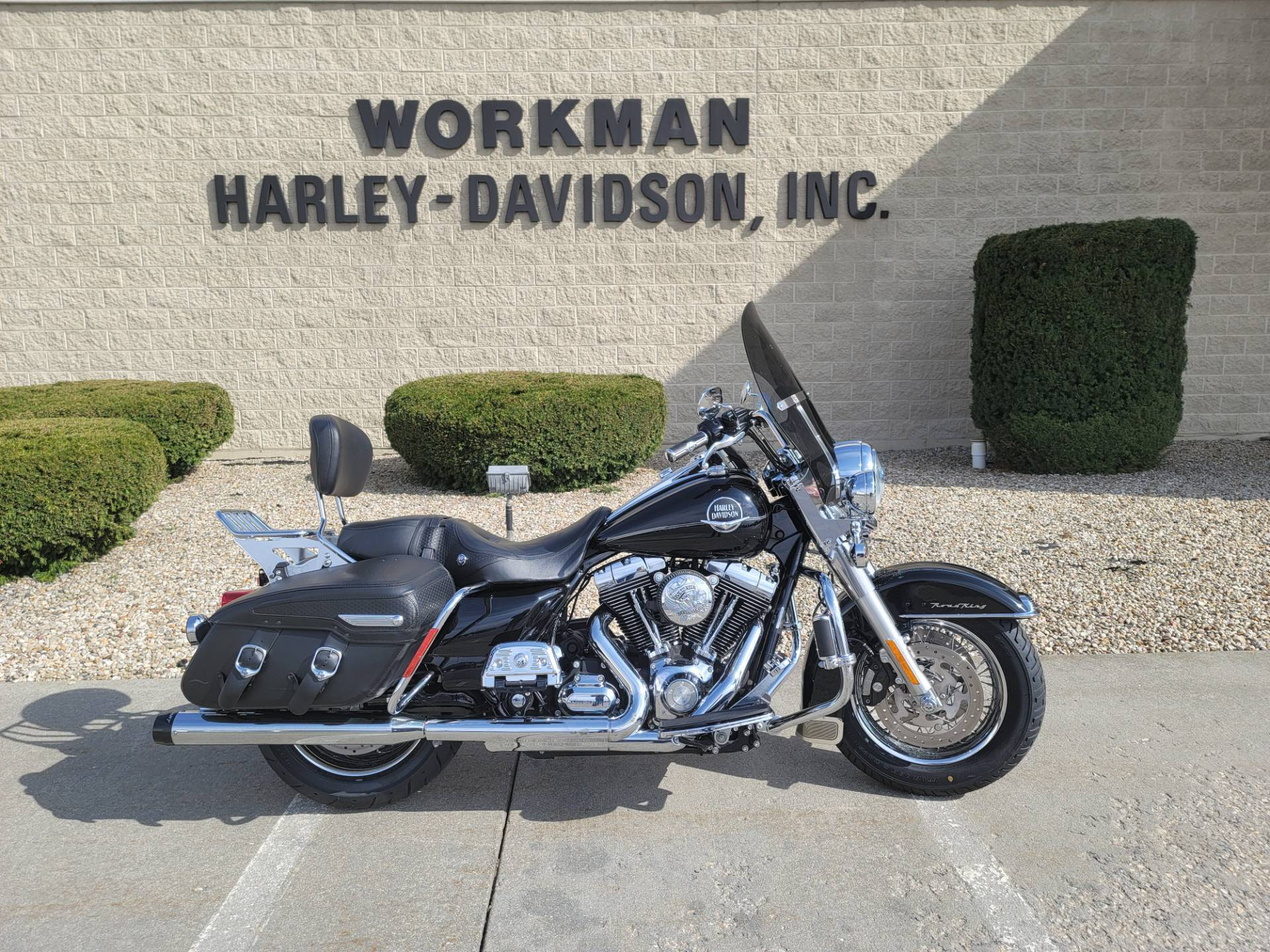 Photo 2010 Harley-Davidson Road King Classic $10400