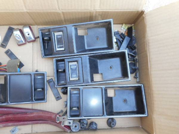 Photo 1989 Olds Delta 88 interior parts - $50 (Alamogordo)