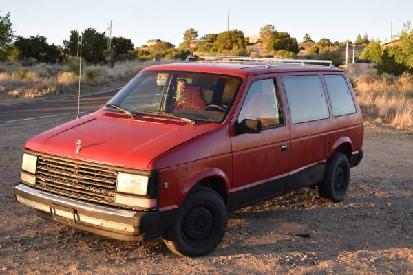 Photo 1990 Plymouth Voyager - $800 (Silver City)