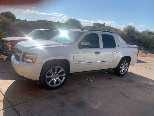 Photo 2013 Chevy Avalanche - $19,900 (Las Cruces)