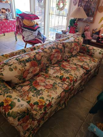 Photo 3 seater sofa with ottoman - $200 (Las Cruces)