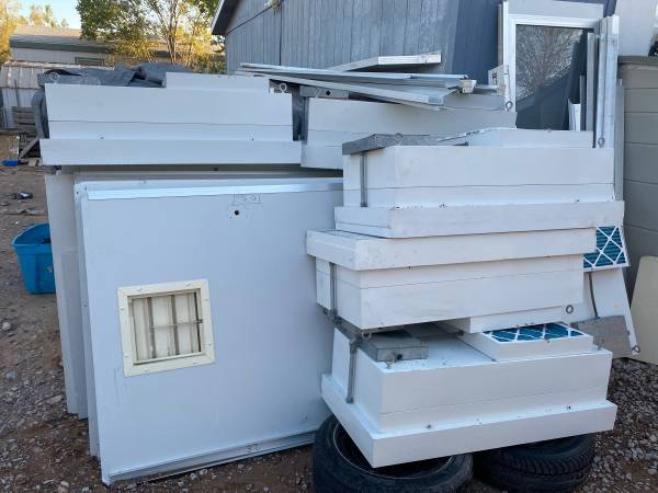 Photo Clean Room with 6 Ceiling extractor FanLights Complete Room-I think t - $700 (Far West)