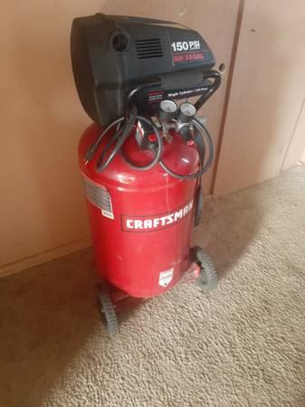 Photo Craftsman air compressor - $250 (Las Cruces)