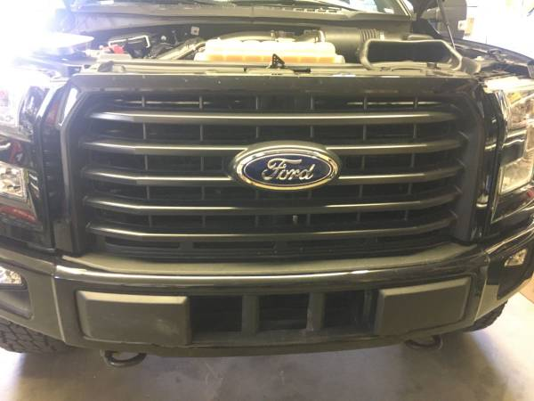 Photo Ford F150 Front Grill Black 2015-17 - $100 (Las Cruces)