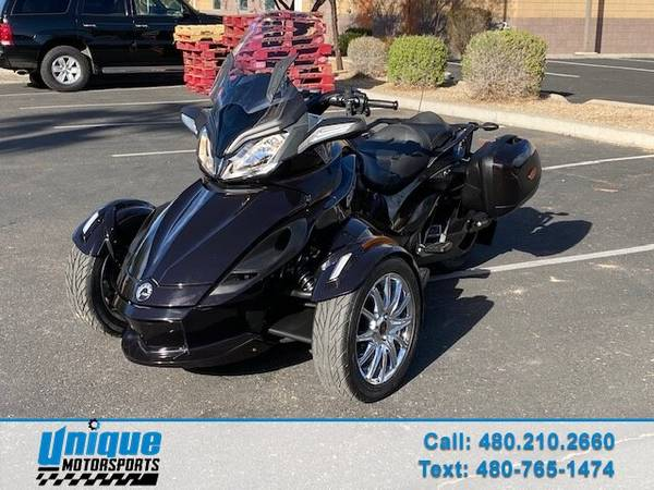 Photo LOW MILES 2013 CAN AM SPYDER ST LIMITED - NAVIGATION AM FM STEREO - $9,995 (DELIVERED RIGHT TO YOU NO OBLIGATION)