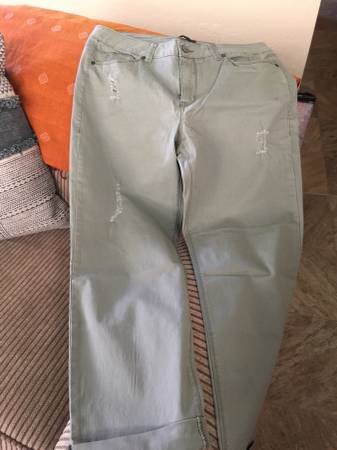 Photo WOMENS JEANS SIZE 14 - $10 (Mesilla Park)