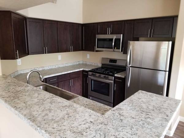 Photo $1475  2br - 1196ft2 - $500 OFF Located by Red Rock Casino, 2x2 unit in Summerlin
