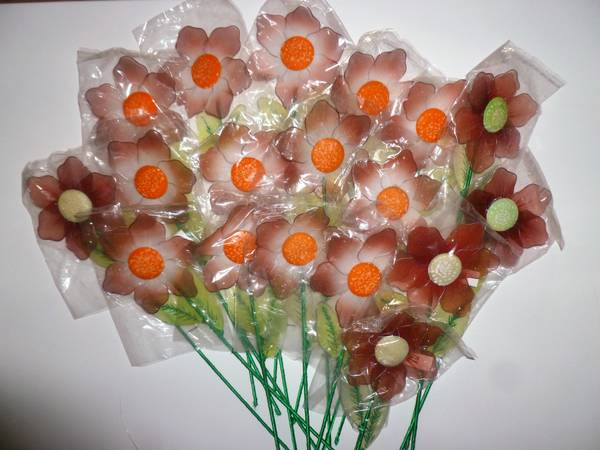 Photo 18 nylon mesh wire daisy stocking pick craft flowers 13quot red orange - $10 (95N  ann rd)