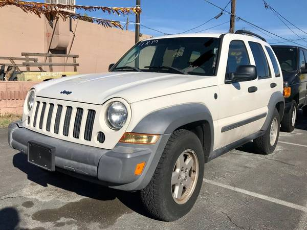 Photo 2005 JEEP LIBERTY 4X4 V6, SPORT GOING OUT FOR BUSINESS$3650 CASH - $3650