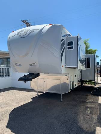 Photo 2016 ARCTIC FOX 29-5T by NORTHWOOD 5TH WHEEL TRAILER W 2 SLIDES $45,9 - $45,990 (fort mohave)