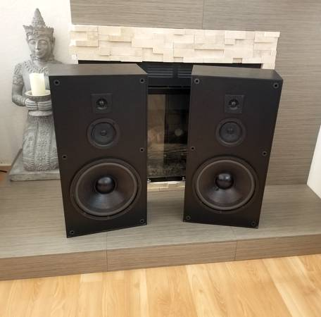 Photo (2) speakers set - KLH - audio sound system speaker music - $185 (green valley)