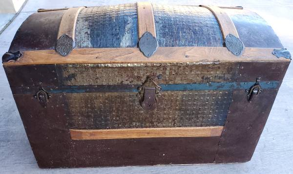 Photo Antique Metal Clad Dome Top Steamer Trunk wOak Slats Replaced Handles - $180 (Sky Pointe Dr.  Cimarron Rd.)