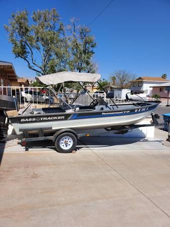Photo Bass Boat 1991 Bass Tracker - $7,000 (Jones and I-95)