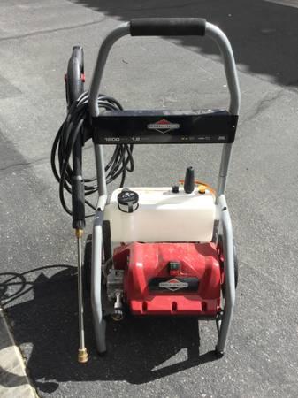 Photo Briggs  Stratton 20680 Electric Pressure Washer 1800 PSI 1.2 GPM - $150 (near santa fe station)