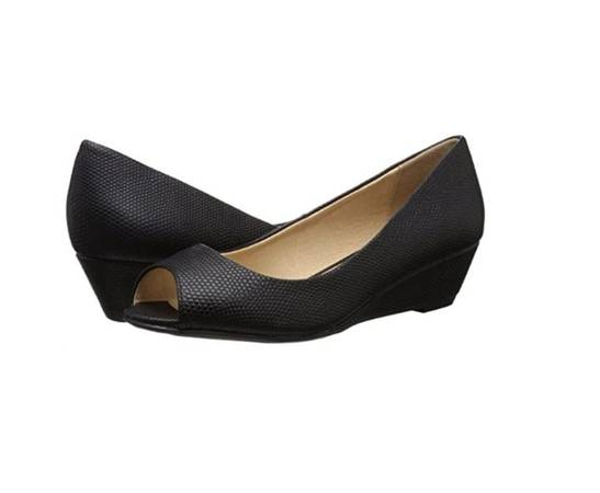 Photo CL by Chinese Laundry Hartley Wedge Pump Women39s Shoes Size 9 - $10 (Henderson)