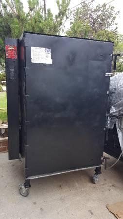 Photo COOKSHACK SM350 RESTAURANT BBQ SMOKER - $5400 (So Cal)