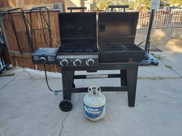 Photo Charcoal and gas grill - $300 (Las Vegas)