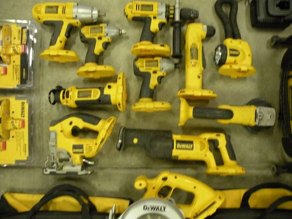 Photo DeWalt 18v cordless 12 tools (4) (new batteries) - $1050 (offersell)