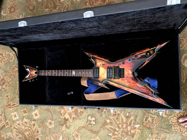 Photo Dean Like New  Dimebag Darrell Razorback Explosion  Guitar - $750 (Las Vegas)