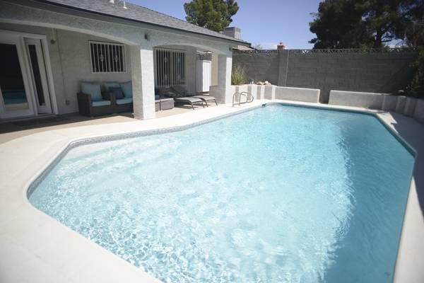 Photo Female only $650 shared Housing pool (Hacienda Torrey Pines ( Las Vegas ))
