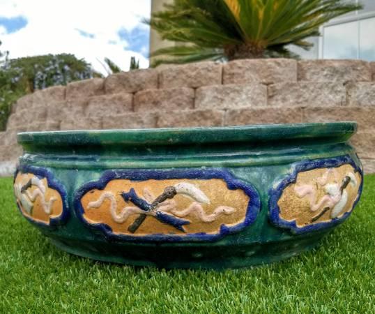 Photo Large Custom 20-Inch Decorative Round Plant Flower Glazed Pot Planter - $20 (Las Vegas)