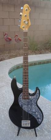 Photo Line 6 Variax Bass. Models 22 iconic basses. Near mint condition. - $650 (PRICE REDUCED. Bought newnever gigged. S. LV)