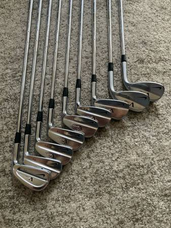 Photo Nike VR Victory Red TW Tiger Woods Forged Blade Iron - $500 (Summerlin)