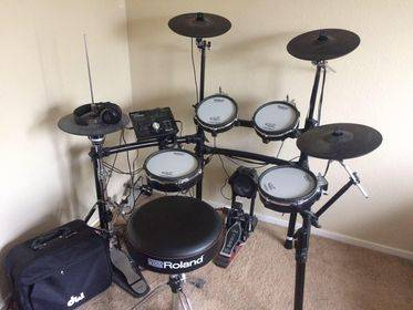 Photo Roland electronic drums TD25-KV  DW5000 double pedal - $1,790 (Henderson)