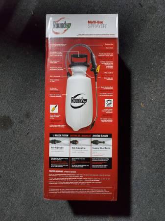 Photo Roundup Multipurpose Lawn and Garden 2 gallon Sprayer - $30