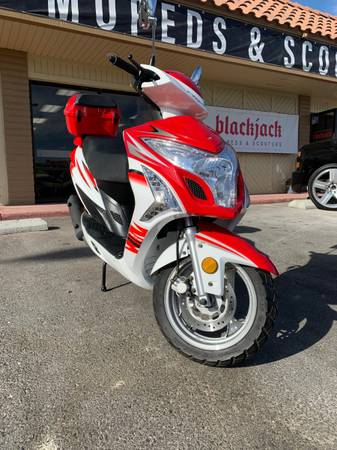 Photo USED 2020 MOPED SCOOTER 150cc LIKE NEW - $1,099 (Las Vegas)
