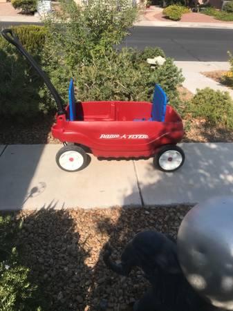 Photo Wagon Red Flyer wagon - $30 (Green ValleypkyHorizon Ridge)