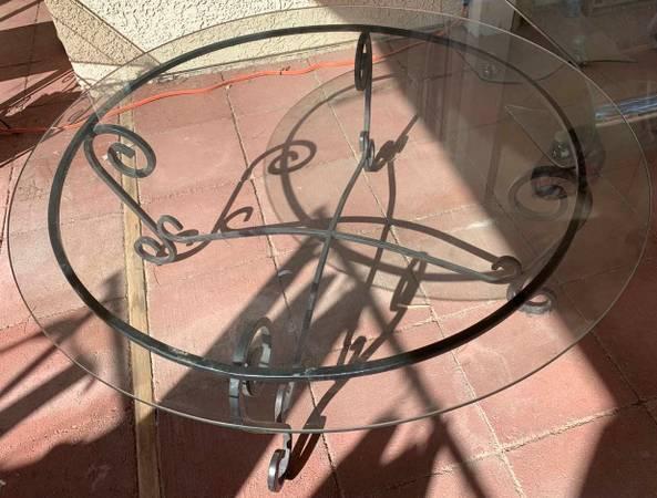 Photo patio coffee table with glass top steel legs (Las Vegas)