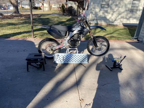 Photo 2008 Honda CRF250R - $2,800 (Shawnee)